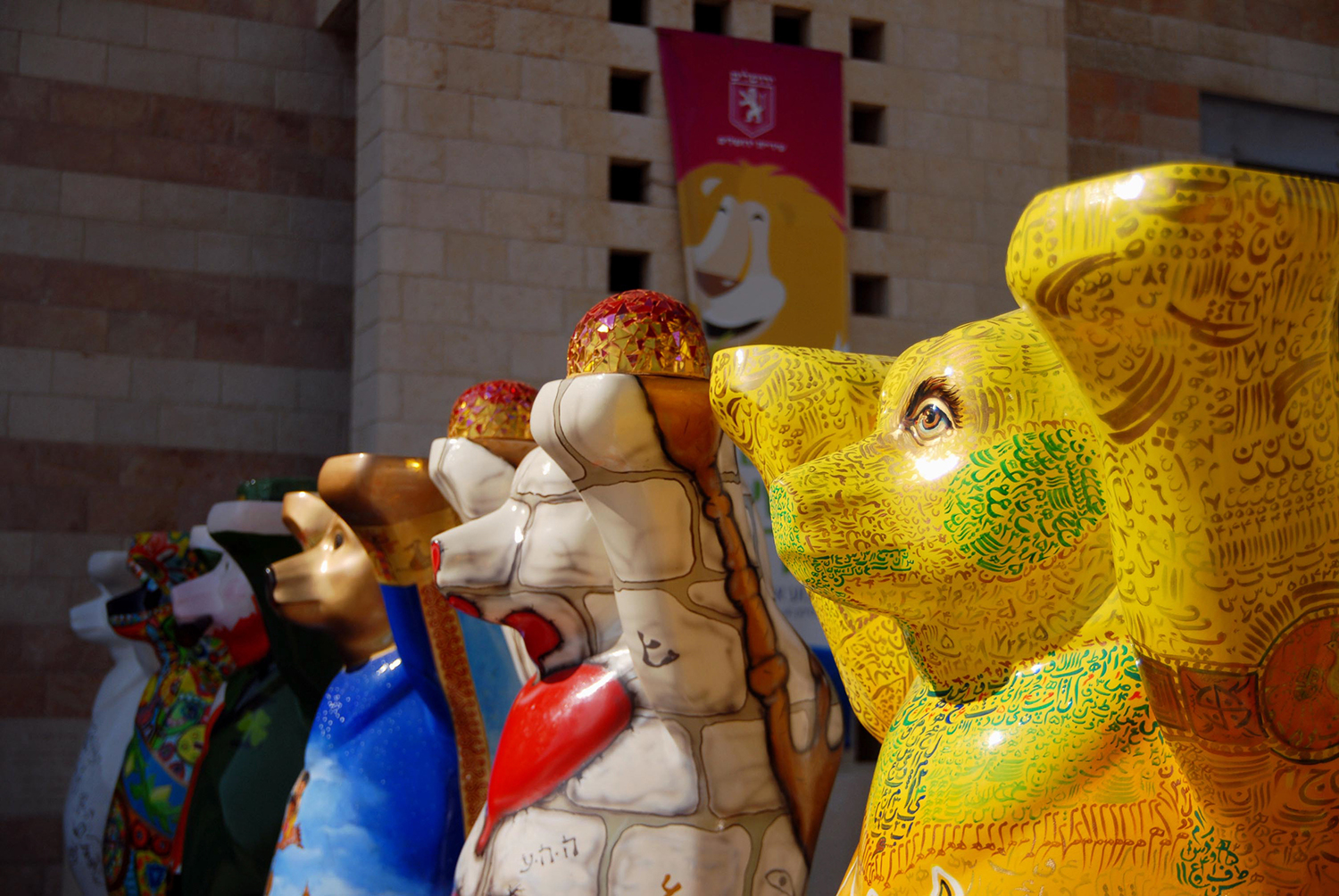 United Buddy Bears is an international art exhibition with more than 140 bears represented the UN countries, promoting tolerance and living in peace and harmony.