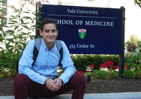 Alejandro Diaz Oramas sits at the entrance to the Yale School of Medicine. © NS Fallon