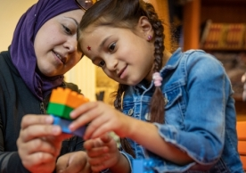Mother and girl with LEGO. © UNICEF/UN0250031/Herwig